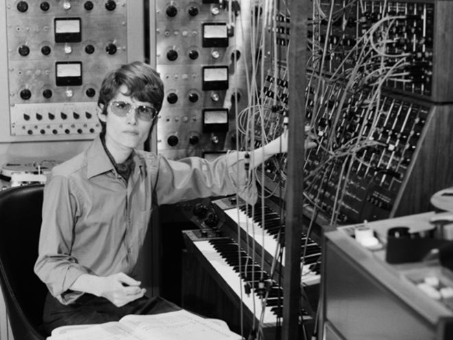 Wendy Carlos with a Moog synthesizer int he late 1960s (Source: horrorpedia)