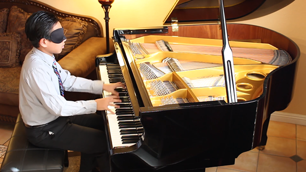 VIDEO: Watch this young pianist play ridiculously hard works by Chopin – blindfolded!