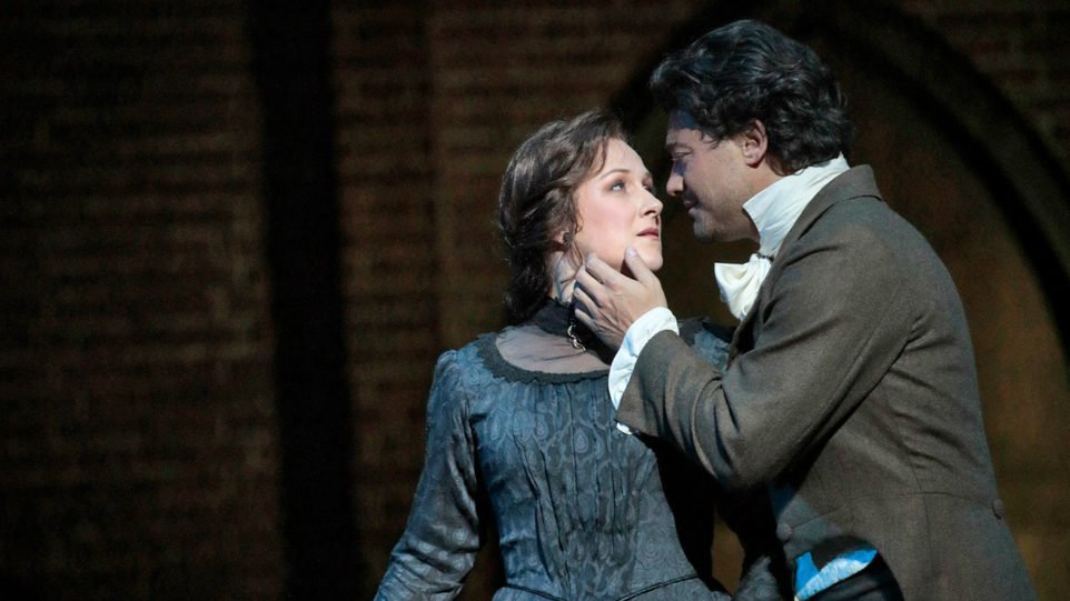 Vittorio Grigolo as Hoffmann and Diana Damrau as Antonia (Photo: Ken Howard)