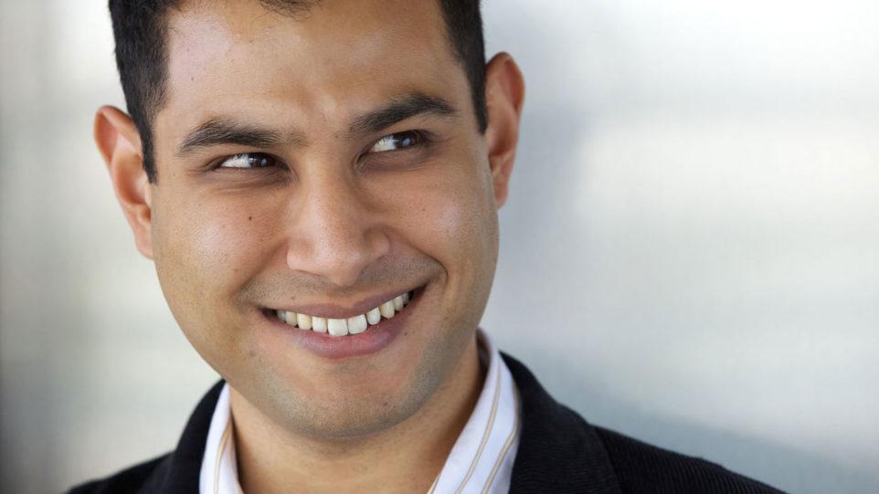 Guest conductor Fawzi Haimor. (Photo: fawzihamor.com)