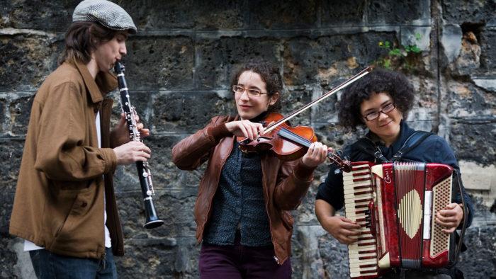 Street musicians improvising