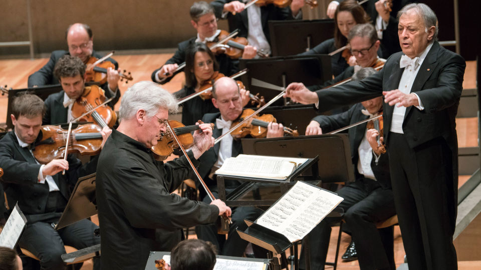 Pinchas Zukerman performing the Elgar Violin Concerto with Zubin Mehta and the Berlin Philharmonic (Photo courtesy of the artist)
