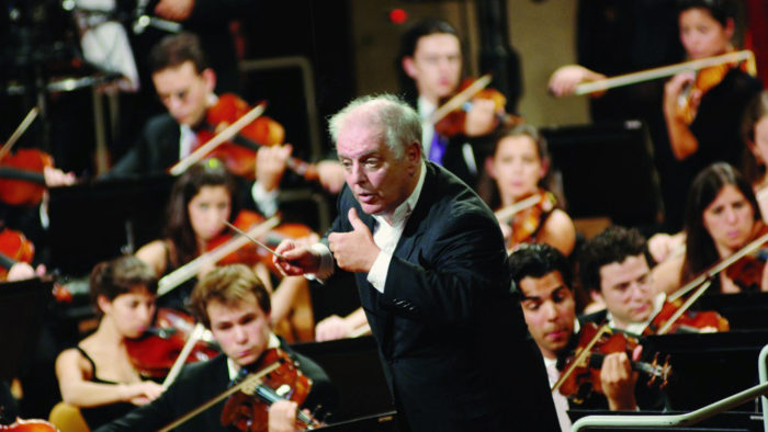 Daniel Barenboim conducts the West-Eastern Divan Orchestra (Photo: Monika Rittershaus)