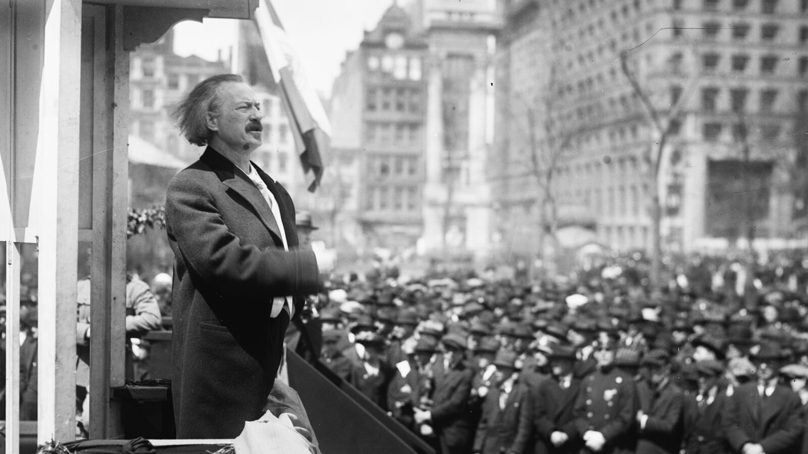Ignacy Jan Paderewski addresses a crowd (Source: Library of Congress)