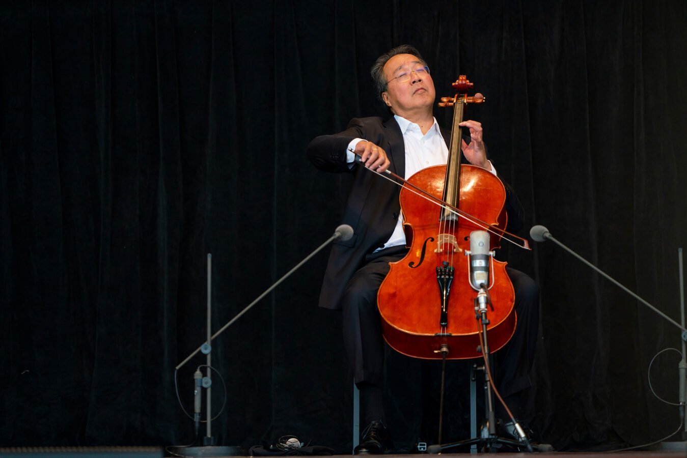 Cellist Yo-Yo Ma Performs Bach's Cello Suites in Free Concert for