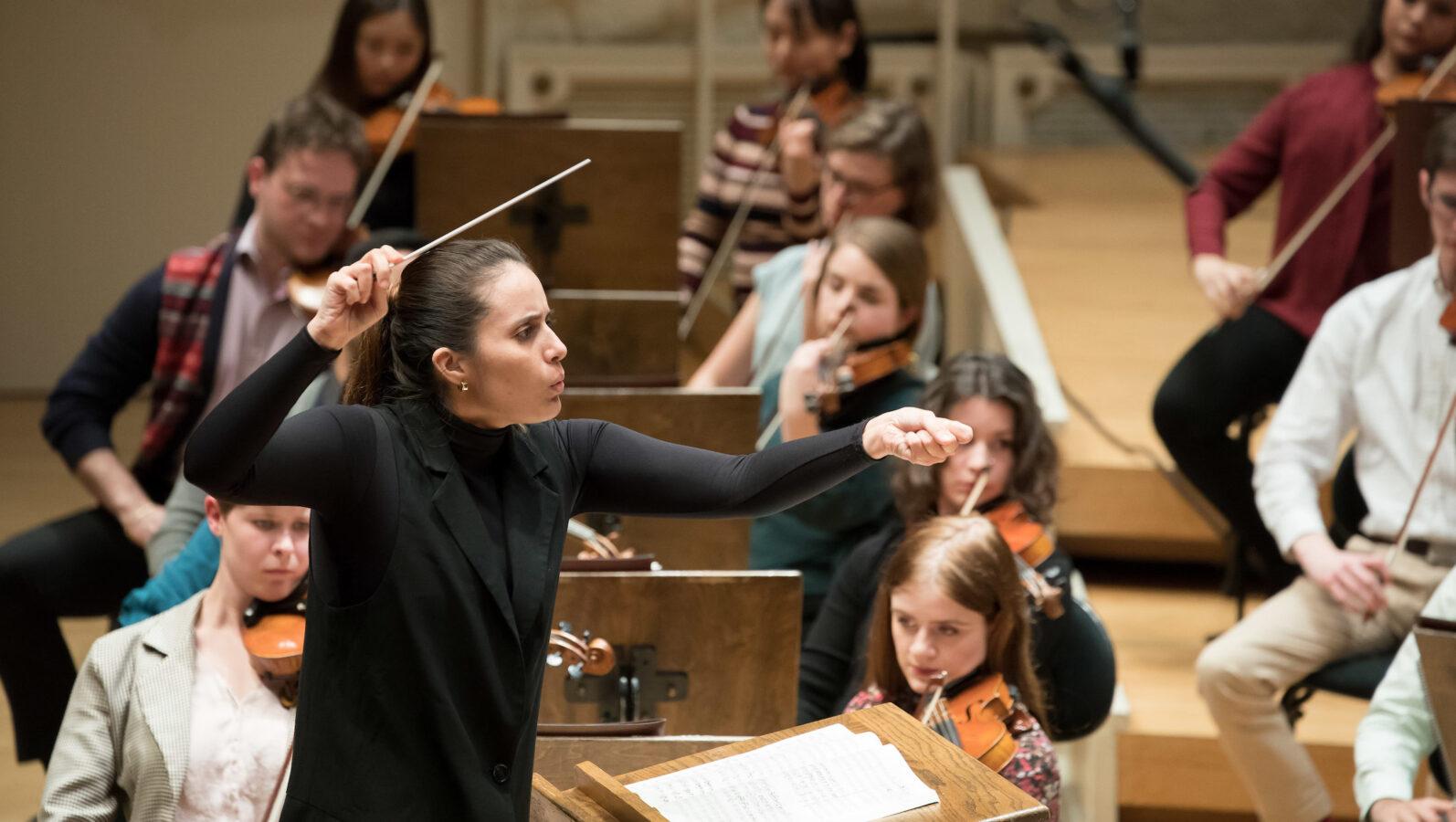Lina González-Granados woman conductor orchestra