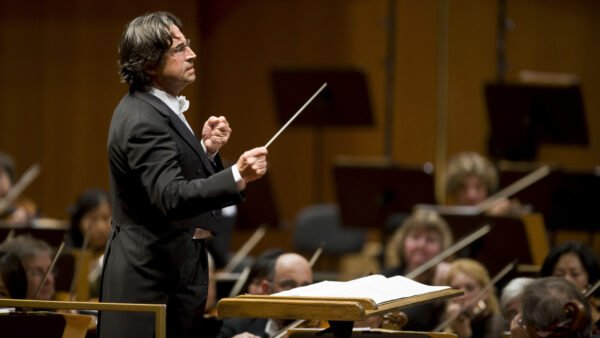 Muti Extends With CSO, Will Stay as Music Director Through 2023