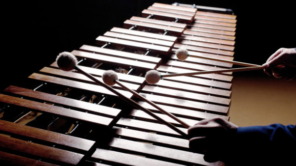 Listening to this Bach Fantasia arranged for marimbas is like giving your brain a massage
